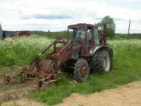 трактор делает новую дорогу