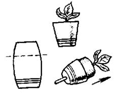 Пластмассовый стакан, когда придет пора пересаживать рассаду из него на грядку, через отверстие в донце нажимают палочкой на кружок, и он, словно поршень, выталкивает растение вместе с комом наружу