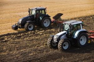 Трактора на поле, фото