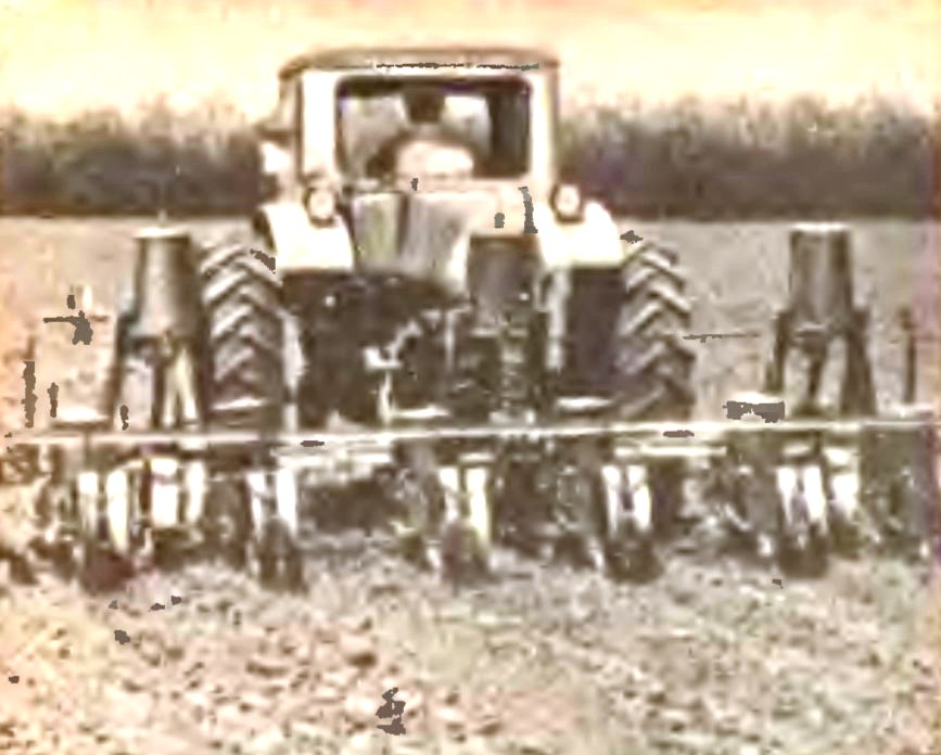 Сеялка кукурузная навесная комбинированная СКНК-6 фото.
