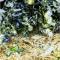 В жаркую, знойную погоду перепад температуры на поверхности почвы в посадках томата от 50 °С днем до 15 °С ранним утром. Небольшой слой мульчи (5—8 см) делает этот перепад незначительным — от 25 до 20 °С