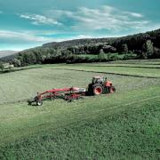 Новые валкообразователи Kverneland линейки CompactLine обеспечат больше гибкости при заготовке кормов